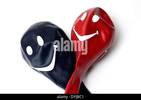 Schwarzer und roter Luftballon mit Smiley, Große Koalition - Stock Photo