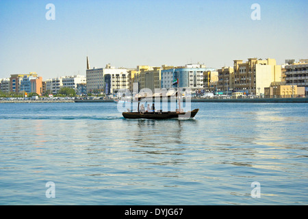The abra, ferries crossing at Dubai Creek, Dubai, United Arab Emirates. - Stock Photo