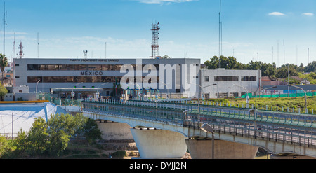 International Border crossing between Mexico and the United States at Laredo, Texas. Stock Photo