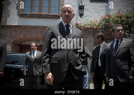 Mexico City, Mexico. 19th Apr, 2014. The former Mexican President, Carlos Salinas de Gortari (C), reacts after visiting - Stock Photo