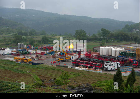 Chongqing. 21st Apr, 2014. Photo taken on April 21, 2014 shows a shale well in trial operation at the Fuling work - Stock Photo