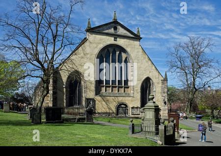 Greyfriars Kirk and Kirkyard in Edinburgh's Old Town. - Stock Photo