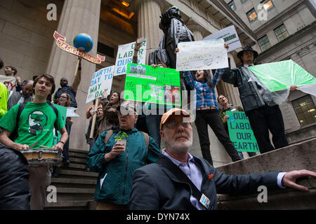 New York, USA. 22nd April 2014. Environmental activists attend a protest in Zuccotti Park on Earth Day. Protesters - Stock Photo