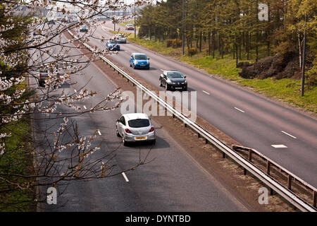 Dundee, Scotland, UK. 23rd April, 2014. UK Weather: Hazy Sunshine after the light rain and heavy fog that caused - Stock Photo