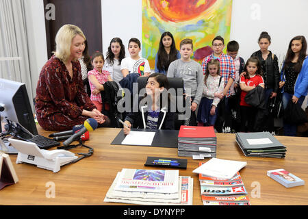 Berlin, Germany. 23rd Apr, 2014. German Family Minister Manuela Schwesig (L) receives Turkish children for Turkish - Stock Photo