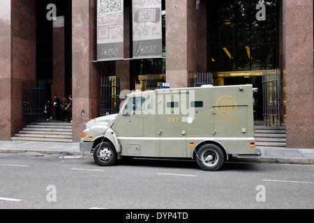 banco de la nacion security truck outside afip administracion federal de ingresos publicos Buenos Aires Argentina - Stock Photo