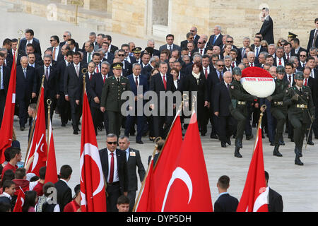 (140423) -- ANKARA, APRIL 23, 2014 (Xinhua)-- Turkish officials attend a ceremony to celebrate the 94th National - Stock Photo