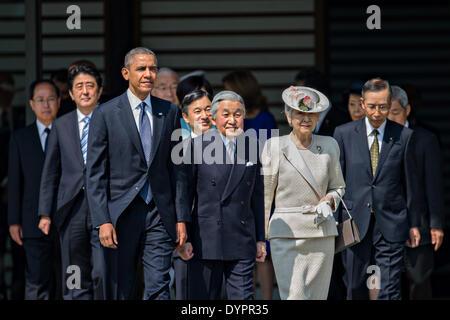 US President Barack Obama walks with Japanese Emperor Akihito, Empress Michiko, Crown Prince Naruhito and Japan's - Stock Photo