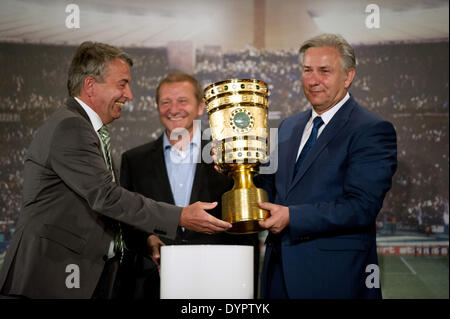 Berlin, Germany. 24th Apr, 2014. Wolfgang Niersbach (L), president of the German Football Association (DFB) hands - Stock Photo