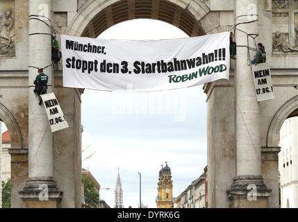 'Robin Wood' demonstrating against the third runway at Munich Airport, 2012 - Stock Photo