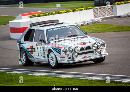http://l450v.alamy.com/450v/dytdkr/1985-lancia-delta-s4-group-b-rally-car-with-driver-henry-pearman-72nd-dytdkr.jpg