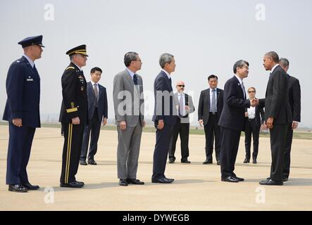 US President Barack Obama greets Republic of Korea Minister of Foreign Affairs Cho Tae-Young upon his arrival at - Stock Photo
