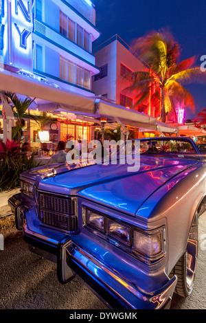 Classic American Car and Art Deco Buildings, South Beach, Miami, Florida, USA - Stock Photo