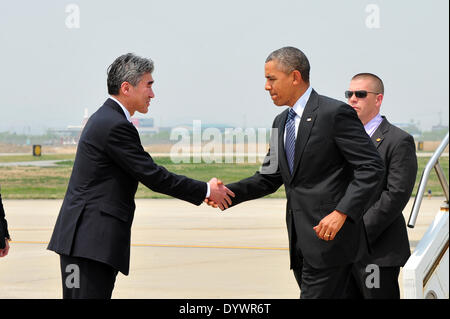 US President Barack Obama is greeted by Ambassador to the Republic of Korea Sung Kim upon his arrival at Osan Air - Stock Photo