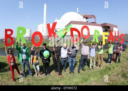 Brokdorf, Germany. 26th Apr, 2014. Protesters, among them Rebecca Harms (front L), top candidate of Alliance '90/The - Stock Photo