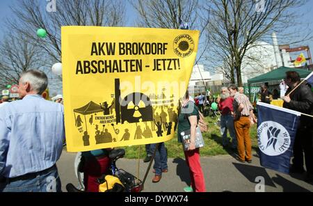 Brokdorf, Germany. 26th Apr, 2014. Protesters with a sign which reads 'Close the Brokdorf nuclear plant now' rally - Stock Photo