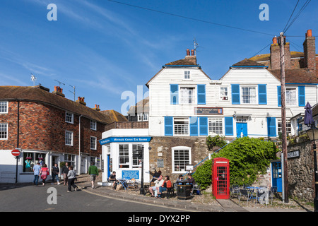 Rye town centre, Old Borough Arms Hotel in local clapboard and shutters style, Mermaid Corner Tea Rooms, red telephone - Stock Photo