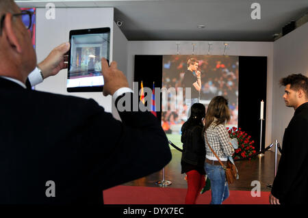 Barcelona, Spain. 26th Apr, 2014. Barça followers say goodbye to Tito Vilanova on the weekend. Thousands Barcelona - Stock Photo