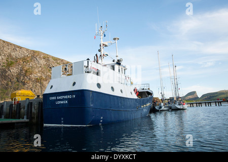 North Haven Harbour FAIR ISLE SHETLAND Boat winch Shetland Stock ...