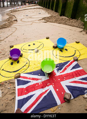 London, UK. 27th Apr, 2014. Sand sculpure of animated cartoon character Homer Simpson by sand artist Martin Artman, - Stock Photo