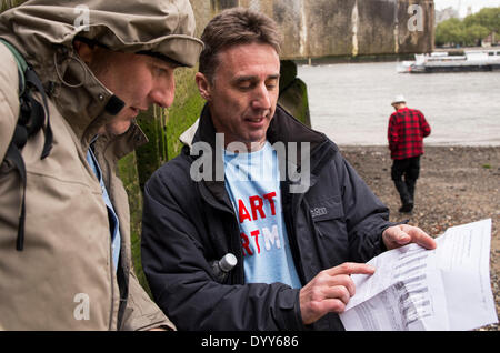 London, UK. 27th Apr, 2014. Sand artist Martin Artman (right) talking with a tourist about his studies on tides, - Stock Photo