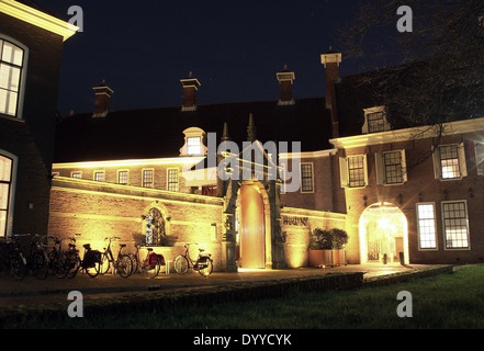 Martinikerhof, in the old medieval center of  Groningen, The Netherlands with Prinsenhof Hotel at night - Stock Photo