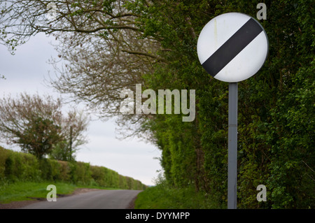 end of speed limit sign on country lane National speed limit - Stock Photo