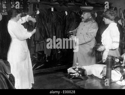 Weapons collecting point, 1914 - Stock Photo
