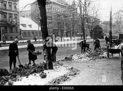 Pupils shovelling snow, 1917 - Stock Photo