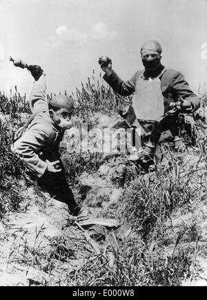 French hand-grenade thrower soldiers, 1915 - Stock Photo