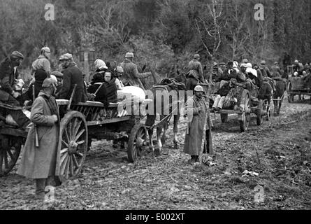 German soldiers accompany Belgian refugees, 1917 - Stock Photo