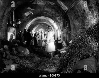 French soldiers in a bunker during the First World War - Stock Photo