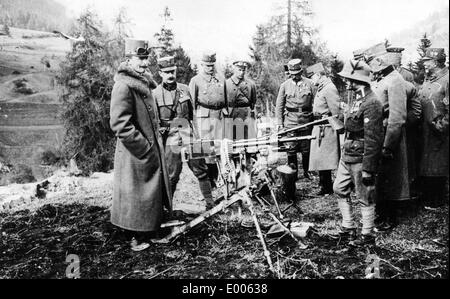 Emperor Karl I inspects a captured machine gun, 1917 - Stock Photo