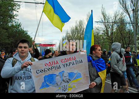 Donetsk, Ukraine. 28th Apr, 2014. A large part of the Ukranian population of Donetsk has gathered today to rally - Stock Photo