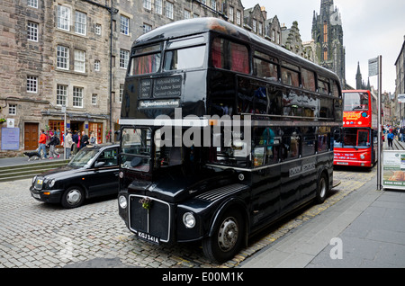 The Edinburgh Ghost Bus Tour is a theatrical sightseeing tour, taking you on a journey around the darker side of - Stock Photo