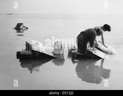 Women in Gardone Riviera, washing the laundry in Lake Garda, 1962 - Stock Photo