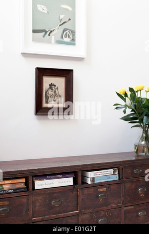 Books in wooden chest of drawers, Fulham town house, London - Stock Photo