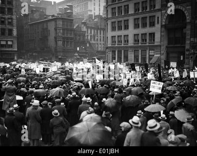 Global economic crisis: Unemployed demonstrators in New York, 1932 - Stock Photo