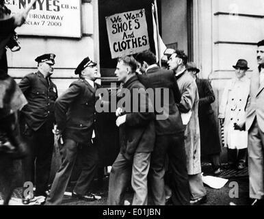 Global economic crisis: Unemployed demonstrators in New York, 1934 - Stock Photo