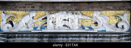London, England, UK. Former London Fire Brigade headquarters (1937 to 2007) Albert Embankment, Lambeth. Facade detail - Stock Photo