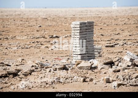 Salt mining in lake Asale in the Danakil depression. - Stock Photo