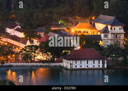 Buddhist shrine of Sri Dalada Maligawa, Temple of the Tooth, repository of the tooth relic of Buddha, Kandy, Central - Stock Photo