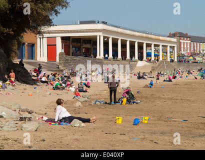 Whitmore Bay beach and pavilion, Barry Island, on a warm sunny day in early spring - Stock Photo