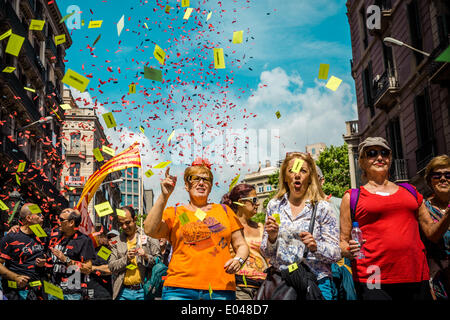 Barcelona, Spain. May 1st, 2014: Tens of thousands of protestors against social poverty march in a festive manner - Stock Photo