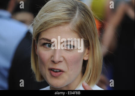 London, UK, UK. 10th July, 2013. Rosamund Pike arrives for the World Premiere of 'The World's End' at Empire Leicester - Stock Photo