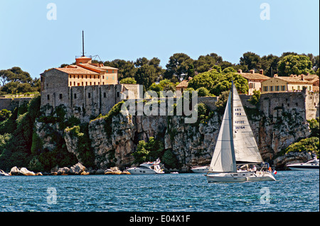 Europe, France, Alpes-Maritimes, Cannes. Sailboat front of fort Sainte Marguerite Lerins islands. - Stock Photo
