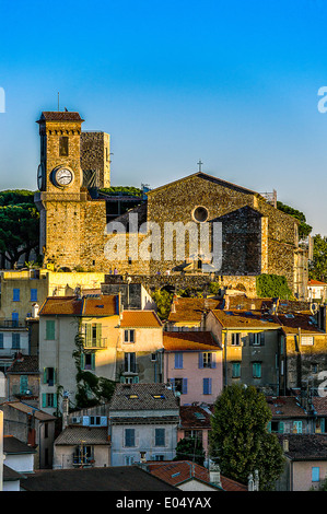 Europe, France, Alpes-Maritimes, Cannes. Suquet church. - Stock Photo