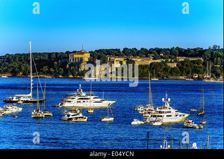 Europe, France, Alpes-Maritimes, Cannes. Yachts front of the islands of Lerins - Stock Photo