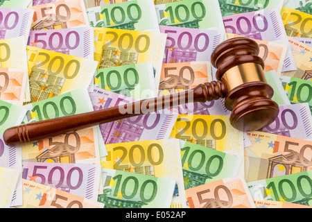 Judge's hammer and euro-bank notes. Symbolic photo for costs at court, constitutional state and auctions, Richterhammer - Stock Photo