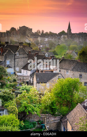 Malmesbury, UK. 04th May, 2014. Sunrise at six over the rooftops of the Wiltshire hillside town of Malmesbury with - Stock Photo